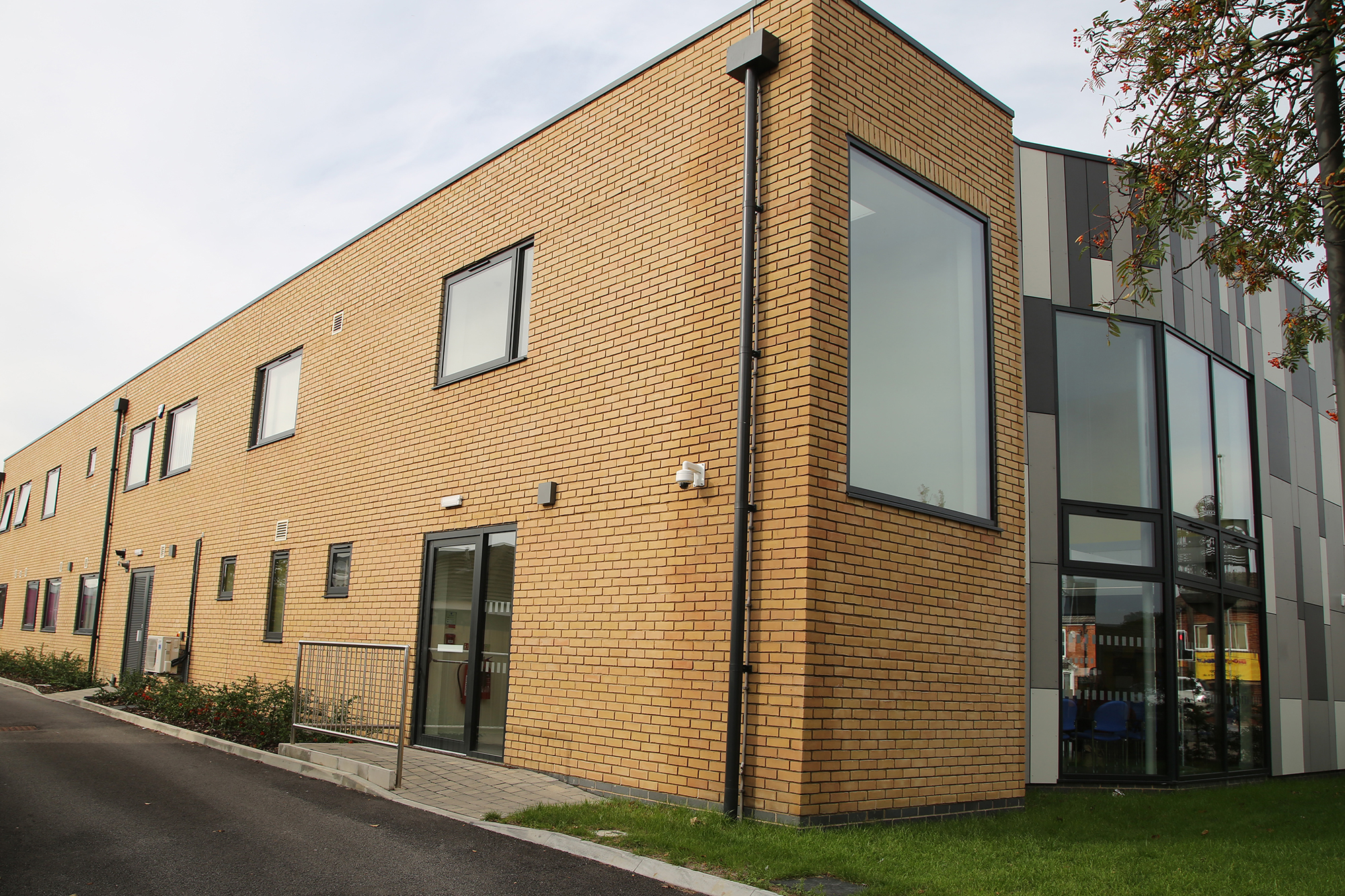 Richmond Medical Centre – Grey Aluminium Windows, Doors and Curtain Walling by Newglaze Windows