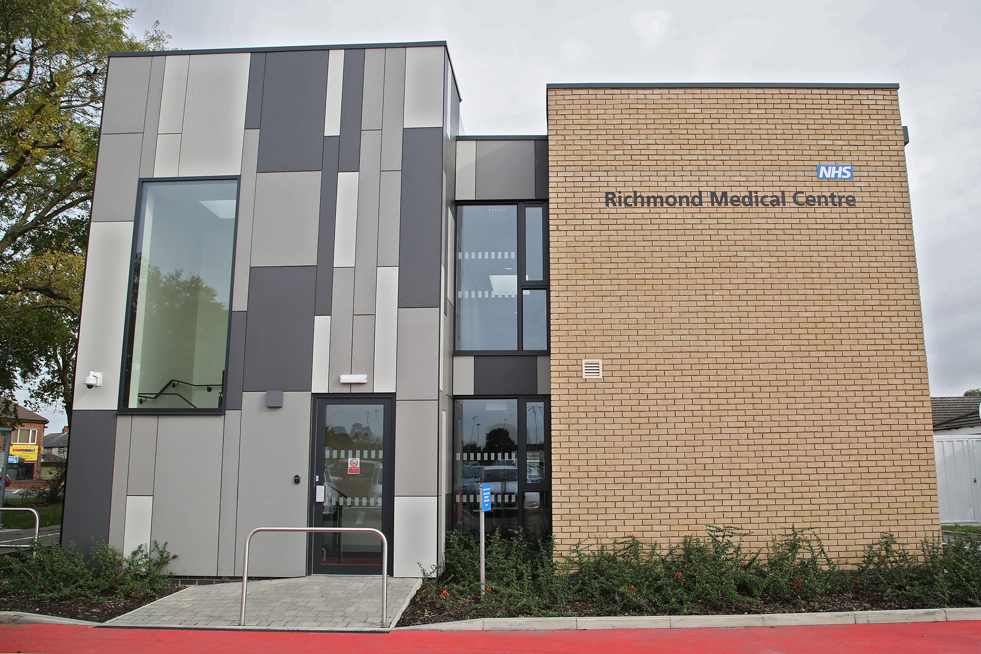 Richmond Medical Centre side view – Grey Aluminium Windows, Doors and Curtain Walling by Newglaze Windows